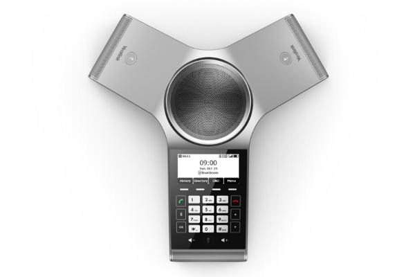 Terminal de conferencia Yealink CP930W con 3 micrófonos incorporados que recogen el audio 360 grados con calidad HD